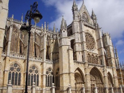20110102114848-catedral-de-leon-800x600-.jpg