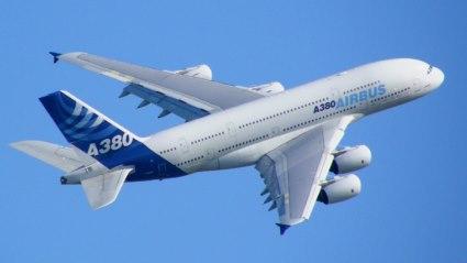 20151107134715-airbus-a380-blue-sky-800x600-.jpg